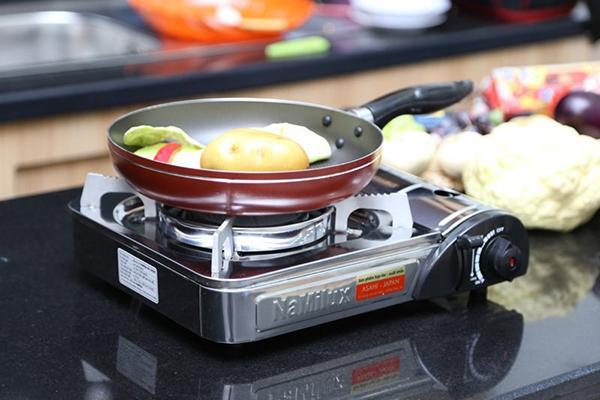 không dùng nồi có đáy lớn khi nấu ăn bằng bếp gas mini