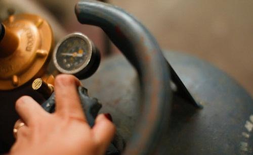 Chú ý kiểm tra van gas và dây dẫn chống cháy nổ